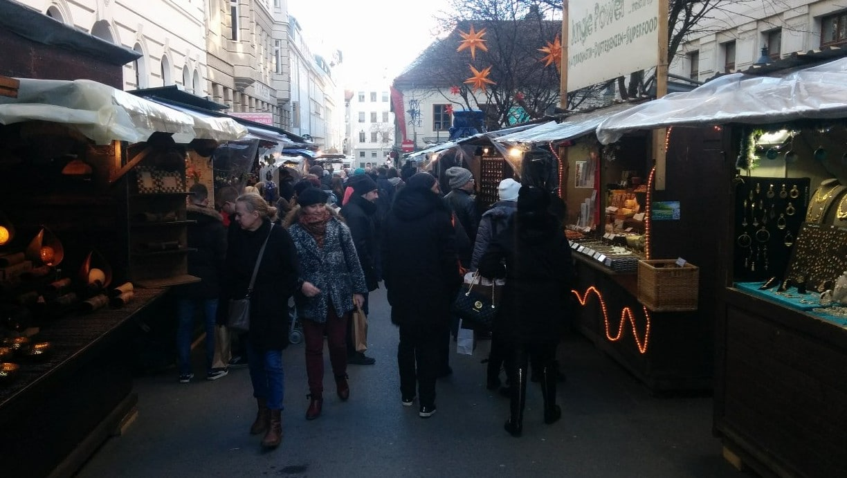 When will the Christmas markets in Vienna be arranged in 2017?